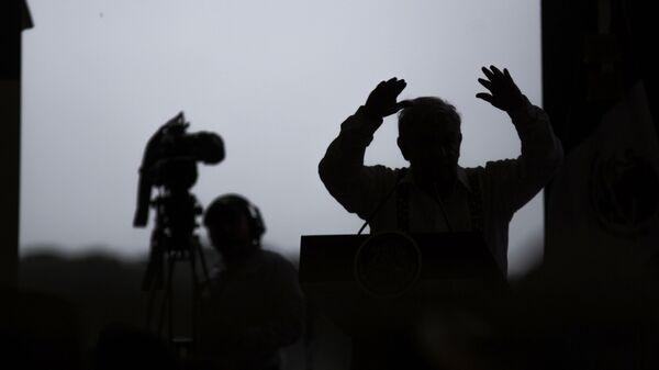 La silueta del presidente de México, Andrés Manuel López Obrador - Sputnik Mundo