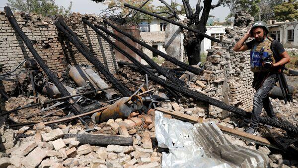 Unperiodista en el lugar de la explosión en Kabul (archivo) - Sputnik Mundo