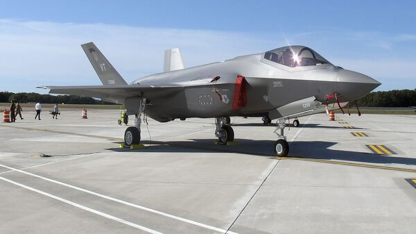 Un caza F-35 - Sputnik Mundo