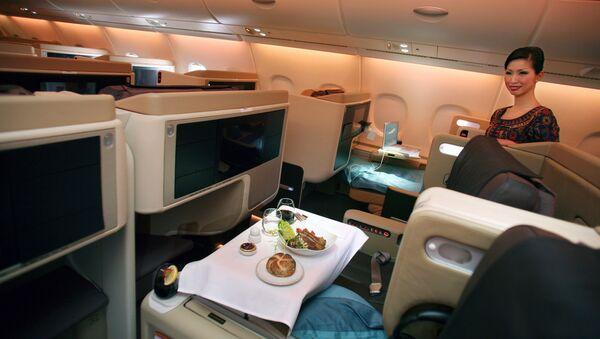 Comida a bordo de un A380 de Singapore Airlines - Sputnik Mundo