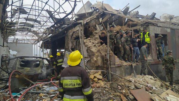 Consecuencias del bombardeo de la ciudad azerí de Ganyá - Sputnik Mundo