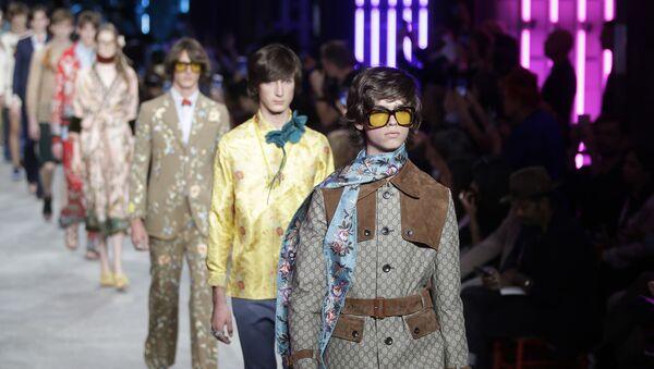 Modelos presentan una colección de Gucci para hombres - Sputnik Mundo