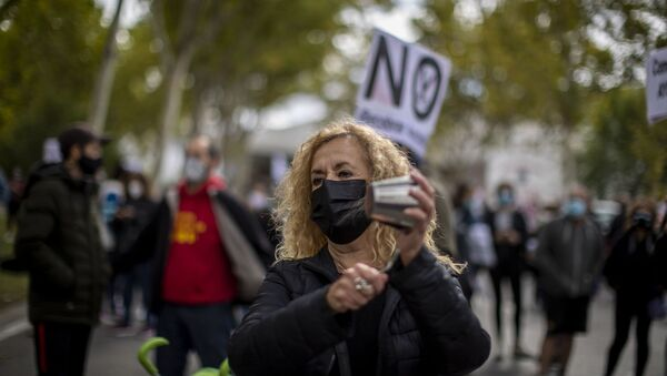Protesta en Vallecas para exigir más recursos para el sistema de salud pública y contra la desigualdad social  - Sputnik Mundo