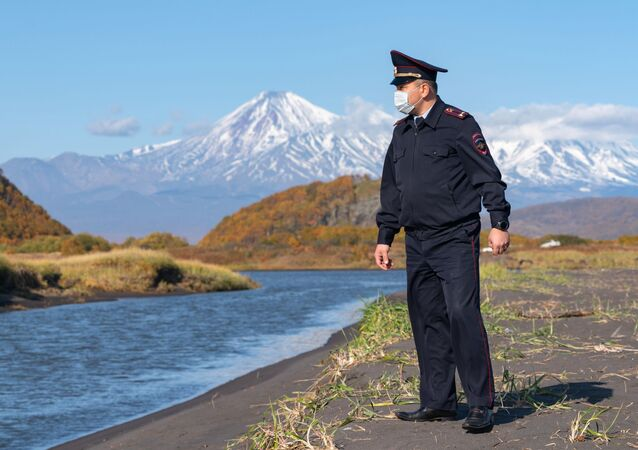 La Policía inspecciona la playa de Jalaktirski, en Kamchatka