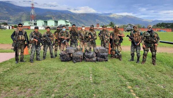 Las fuerzas del orden en Perú tras incautar 420 kilos de cocaína en Cuzco - Sputnik Mundo