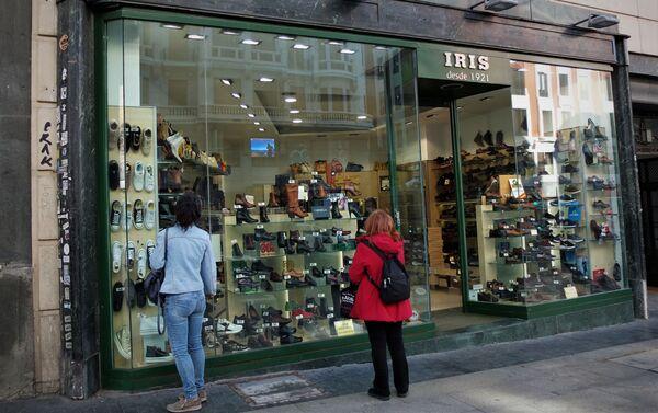 Tienda de calzado en la Gran Vía de Madrid (España) - Sputnik Mundo