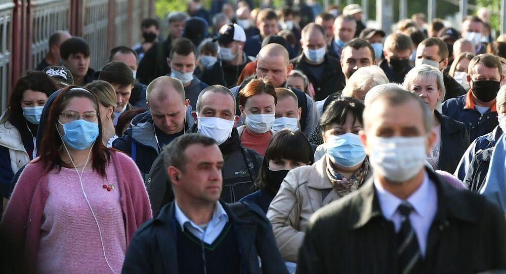 Gente en una estación de trenes en Moscú