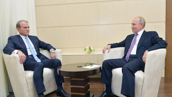 El presidente de Rusia, Vladímir Putin, y el líder del partido ucraniano, Víctor Medvedchuk - Sputnik Mundo