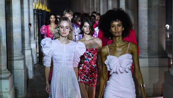 La Semana de la Moda de París revela las tendencias para las próximas estaciones - Sputnik Mundo