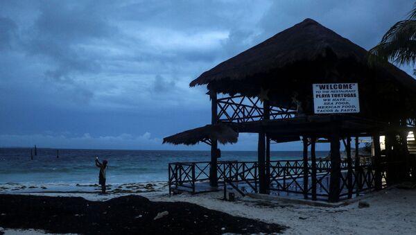 El huracán Delta en el Caribe mexicano - Sputnik Mundo