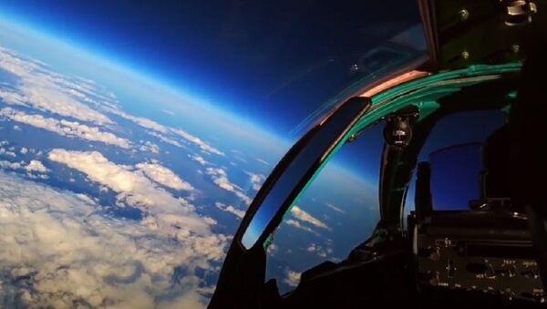 Los MiG-31 entran en combate aéreo en la estratosfera - Sputnik Mundo