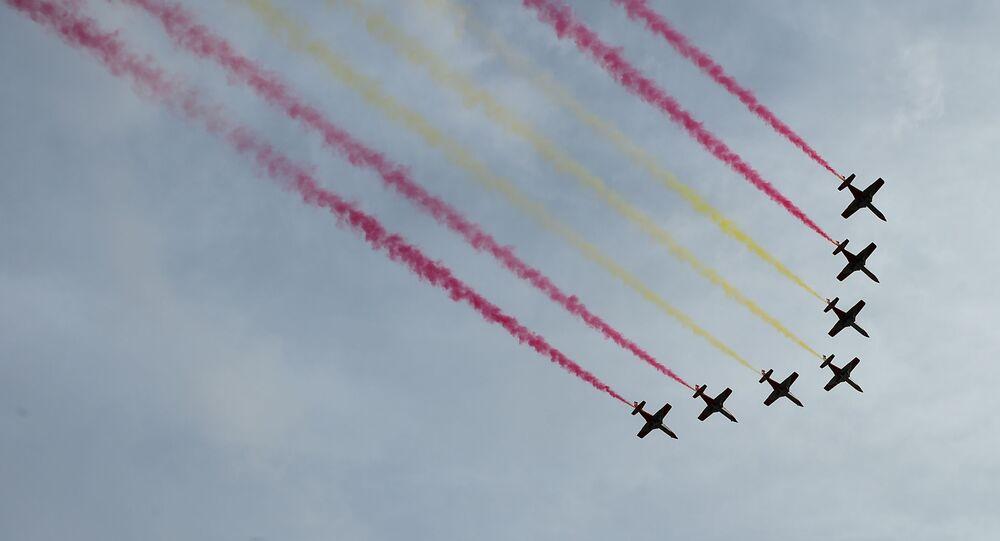 Demostración de la Fuerza Aérea Española, Patrulla Aguila, durante el desfile militar del Día Nacional de España. Madrid, 12 de octubre de 2019