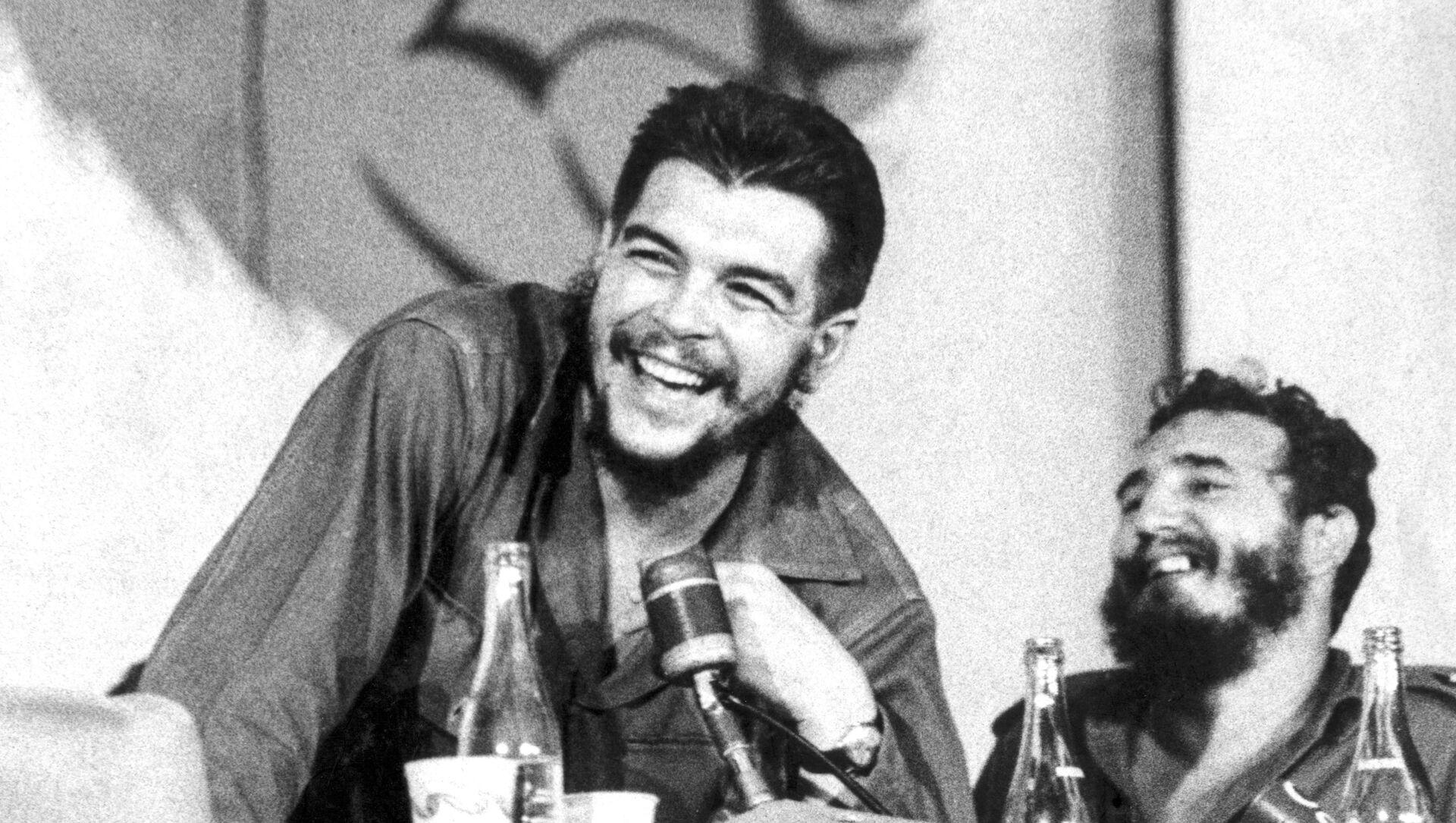Che Guevara junto a Fidel Castro - Sputnik Mundo, 1920, 08.10.2020