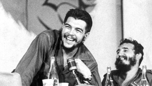 Che Guevara junto a Fidel Castro - Sputnik Mundo
