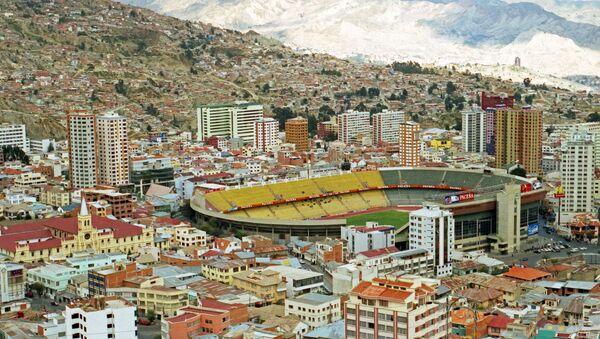 Vista de La Paz, Bolivia, con el estadio Hernando Siles en el centro - Sputnik Mundo