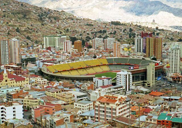 Vista de La Paz, Bolivia, con el estadio Hernando Siles en el centro