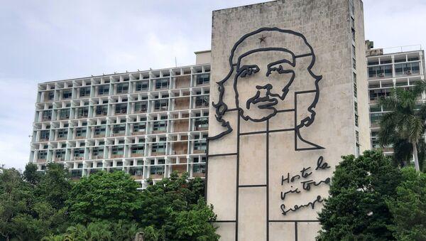 Edificio del Ministerio del Interior en La Habana, Cuba, con la imagen de Ernesto Guevara - Sputnik Mundo