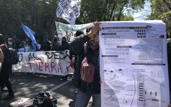 Cientos se movilizaron en la ciudad de La Plata en apoya a las 2.500 familias que ocupan tierras vacías - Sputnik Mundo