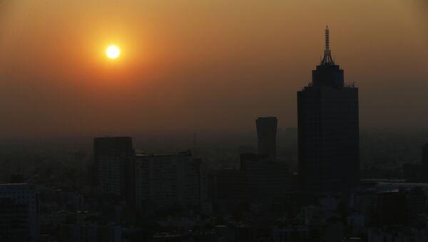 El sol sale en medio del esmog en la Ciudad de México - Sputnik Mundo