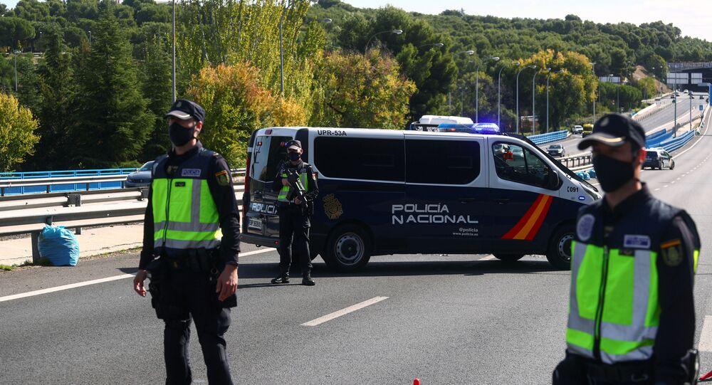 Foto de archivo de un control policial en las carreteras de España
