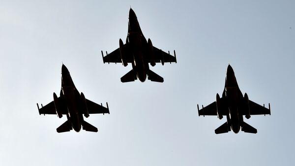 Los cazas turcos F-16  - Sputnik Mundo