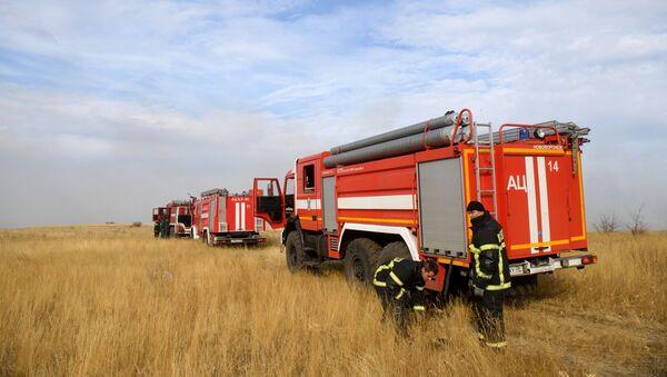 Unos automobiles de bomberos rusos (imagen referencial) - Sputnik Mundo