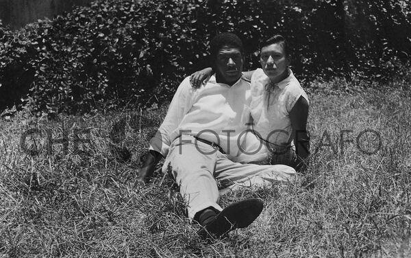 Pareja en un parque de México, 1955 - Sputnik Mundo