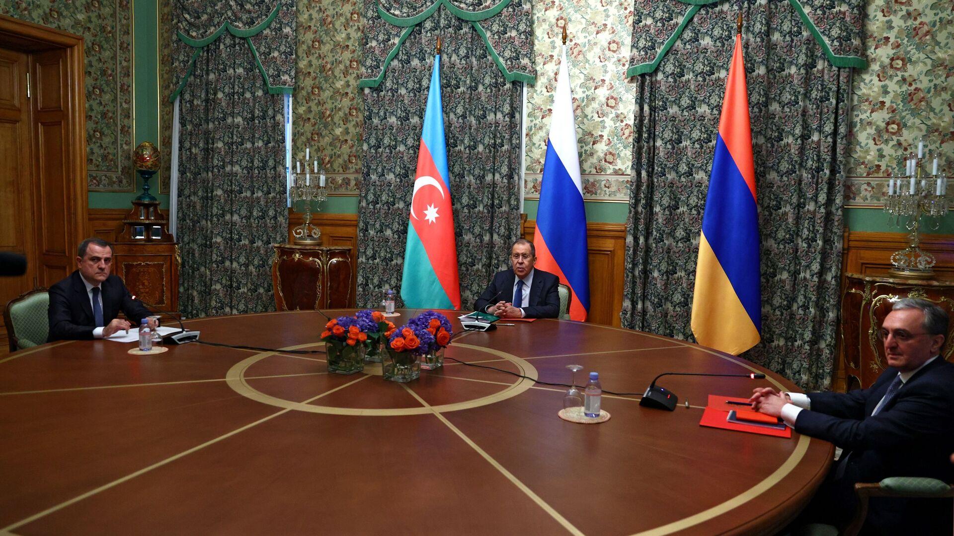 Las negociaciones entre los cancilleres de Rusia, Armenia y Azerbaiyán sobre Karabaj  - Sputnik Mundo, 1920, 02.06.2021