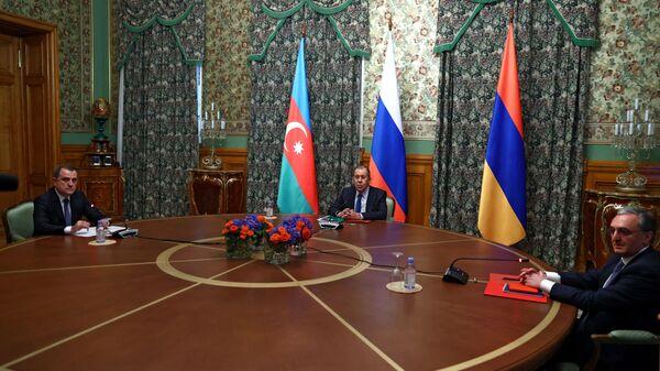 Las negociaciones entre los cancilleres de Rusia, Armenia y Azerbaiyán sobre Karabaj  - Sputnik Mundo