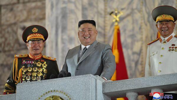 Kim Jong-un durante el desfile militar dedicado al 75 aniversario de la fundación del Partido de los Trabajadores, Pyongyang, Corea del Norte, el 10 de octubre. - Sputnik Mundo