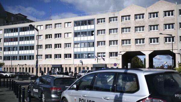 La comisaría de la comuna Champigny-sur-Marne tras el ataque con un aluvión de fuegos artificiales - Sputnik Mundo