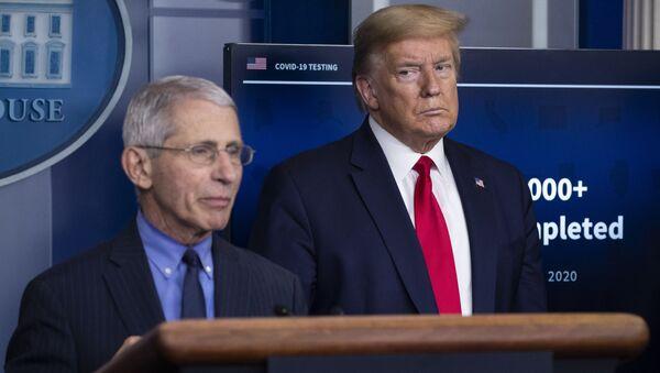 Anthony Fauci, principal experto de EEUU en enfermedades infecciosas y el presidente Donald Trump - Sputnik Mundo