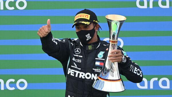 Lewis Hamilton celebra su victoria en el Gran Premio de Eifel, Nurburg, Alemania, el 11 de octubre. - Sputnik Mundo