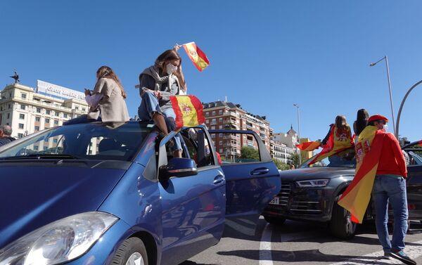 La derecha española protesta por el estado de alarma decretado en Madrid  - Sputnik Mundo