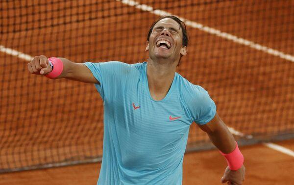 Rafael Nadal durante el enfrentamiento contra Novak Djokovic durante el Roland Garros el 11 de octubre - Sputnik Mundo