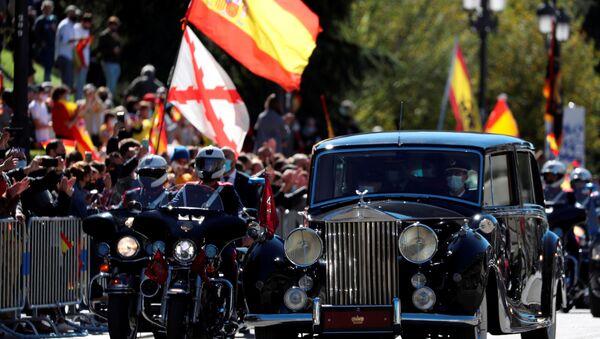 El rey español Felipe y la reina Letizia abandonan el desfile para conmemorar el Día Nacional de España. Madrid, 12 de octubre de 2020 - Sputnik Mundo