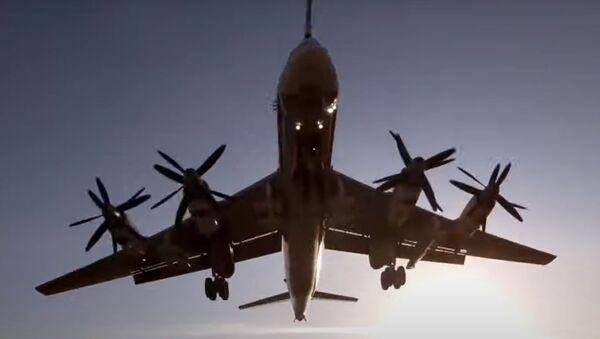 De manejo de emergencias a lanzamiento de misiles: los Tu-160 y Tu-95MS muestran su poder - Sputnik Mundo