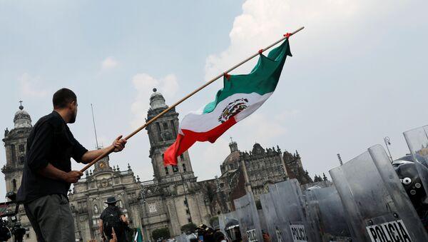 Protesta contra el presidente de México, Andrés Manuel López Obrador - Sputnik Mundo