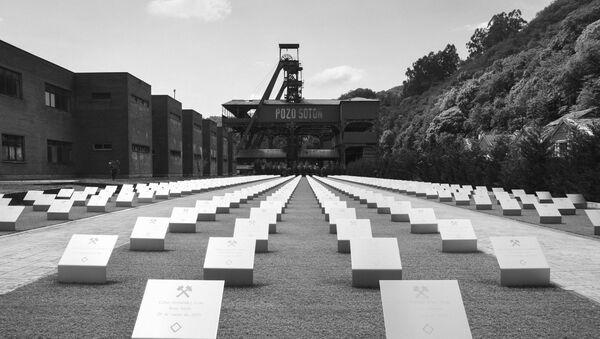 Homenaje a los mineros en el Pozo de Sotón, en Asturias - Sputnik Mundo