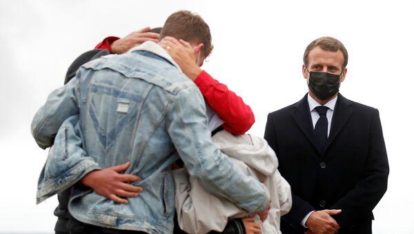 Los familiares celebran la vuelta de la secuestrada Sophie Petronin a Francia - Sputnik Mundo