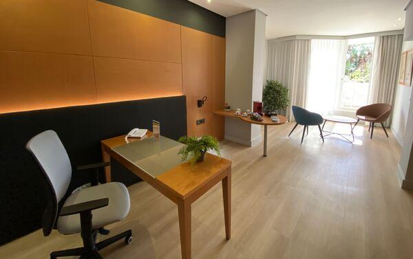 Habitación del Hotel Silken Al-Andalus reconvertida en oficina - Sputnik Mundo
