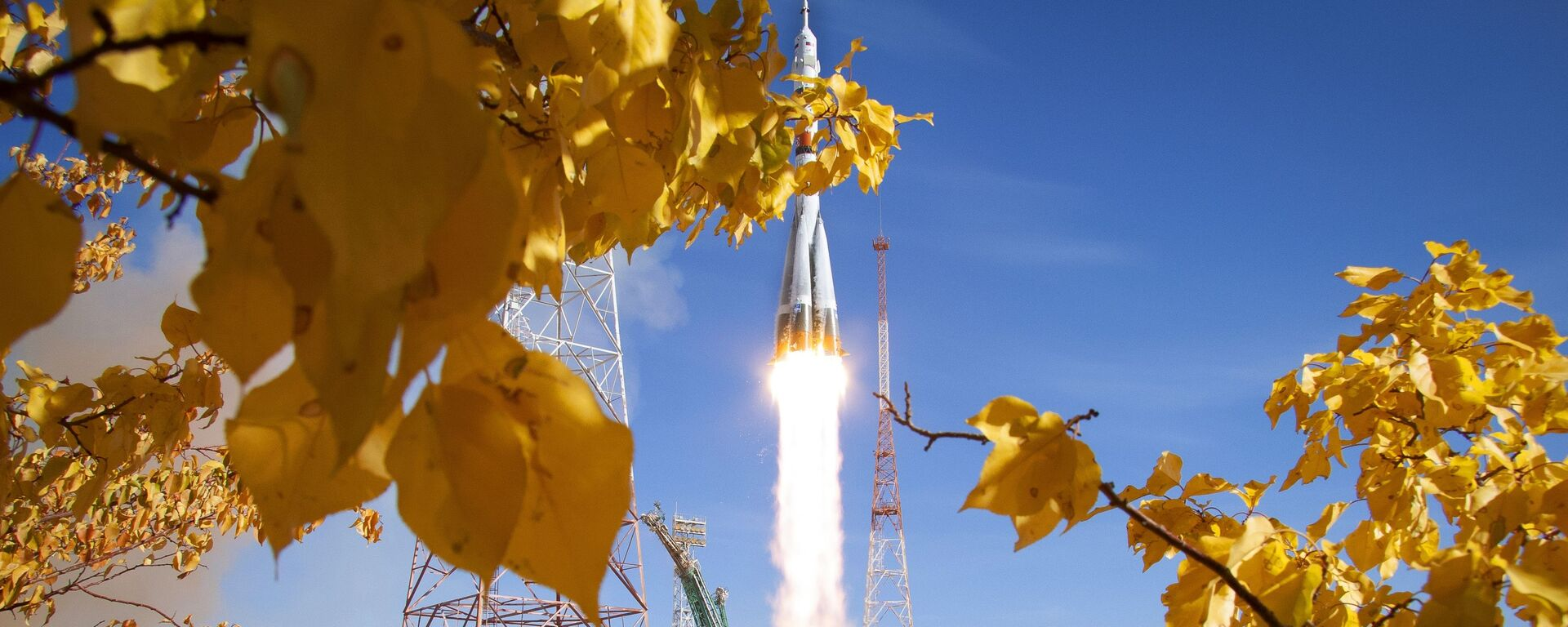 El lanzamiento del Soyuz 2.1a con el Soyuz MS-17 desde el Cosmódromo de Baikonur, el 14 de octubre de 2020 - Sputnik Mundo, 1920, 17.04.2021