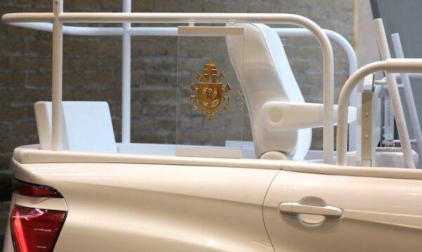 Toyota Mirai, el nuevo papamóvil de hidrógeno  - Sputnik Mundo