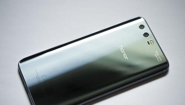 Un teléfono inteligente de Honor - Sputnik Mundo