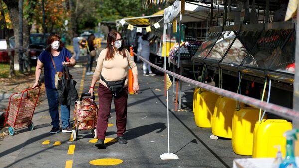 Las mujeres en mascarillas en Buenos Aires, Argentina - Sputnik Mundo