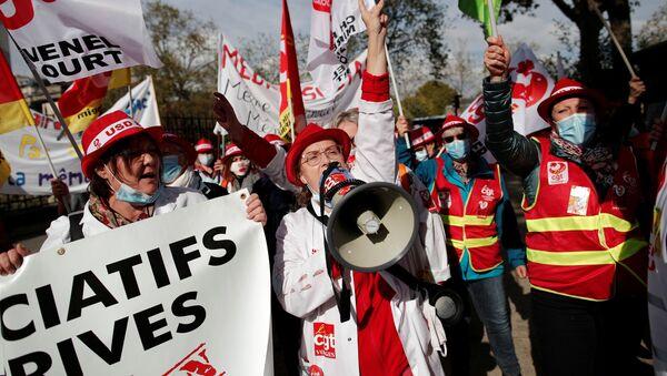 Protesta de los trabajadores de salud en París - Sputnik Mundo