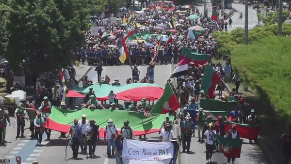 La marcha de Cali: miles de indígenas protestan en Colombia - Sputnik Mundo