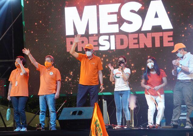 Acto de campaña en apoyo al candidato Carlos Mesa.