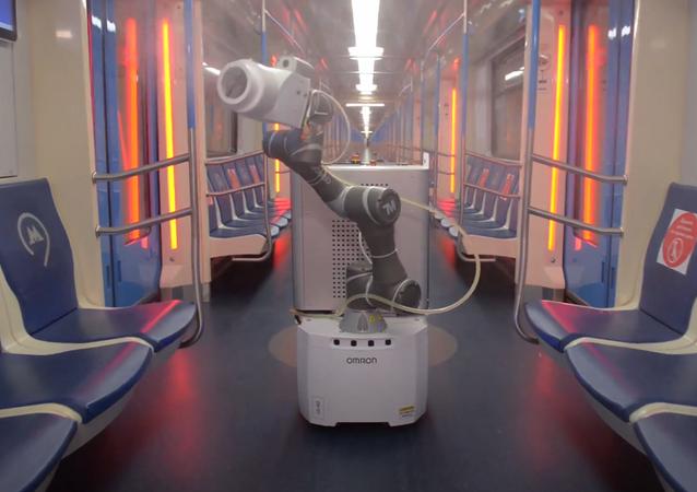 El robot Gardy Metrobot en el metro de Moscú
