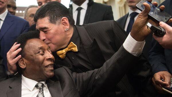 Pelé y Maradona - Sputnik Mundo